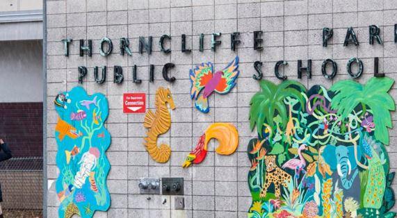 코로나 증상이 없는 학생과 교직원들이 무더기로 바이러스 양성 판정을 받은 토론토의 손클리페 초등학교.