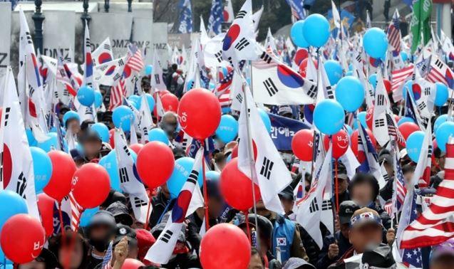 한국의 집회모습(사진출처=본국 중앙일보)