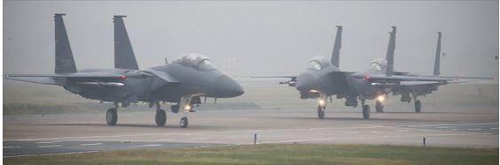 1일 대구 공군기지에서 열린 국군의 날 행사에서 독도 등에서 영공 수호비행을 마친 F-15K가 임무 수행 후 착륙해 행사장으로 들어오고 있다. [연합뉴스]