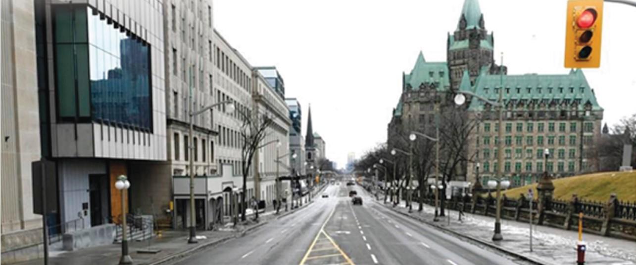 온타리오주정부가 코로나 비상사태를 선포한17일 토론토 다운타운 도로와 거리에 차량과 주민이 사라져 텅빈 도시로 돌변했다.